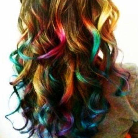 cheveux-longs-arc-en-ciel