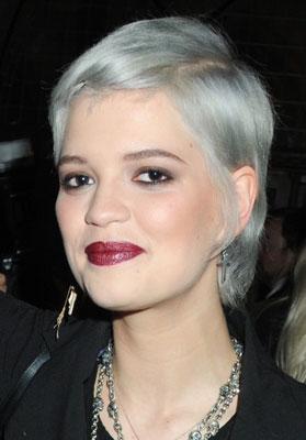 Cheveux gris tendance couleur cheveux - Couleur cheveux gris ...